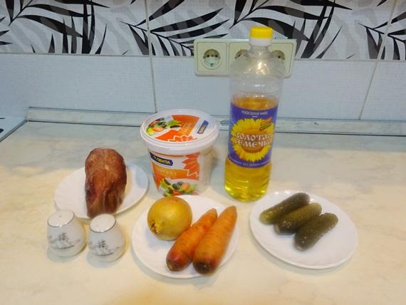 salat-iz-pecheni-i-ogurtsov-solyonyh