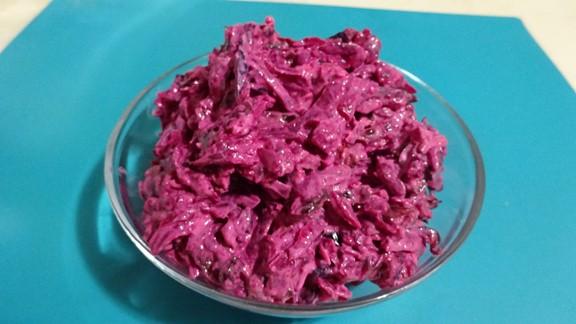 salat-iz-svekly-s-gretskimi-orehami-i-chernoslivom