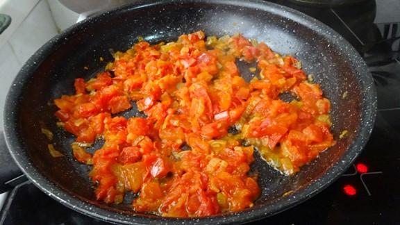 zapravka-iz-pomidor-i-luka